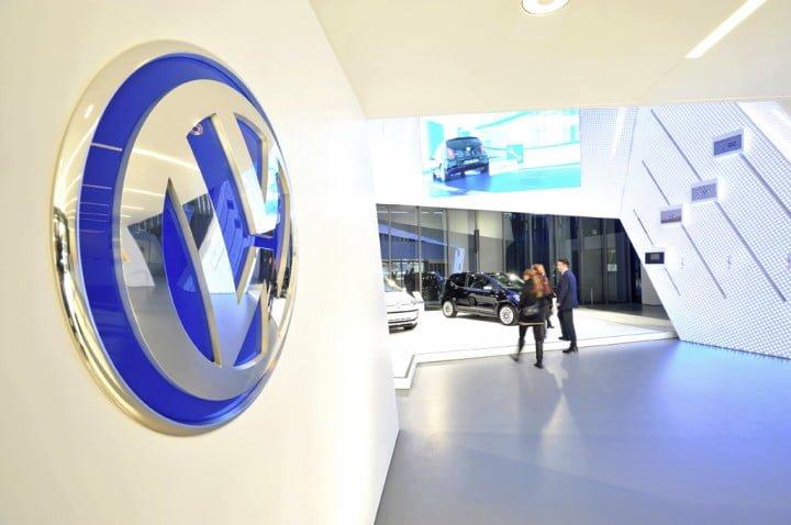 Symbolische Uebergabe des Volkswagen Markenpavillon an die Autostadt