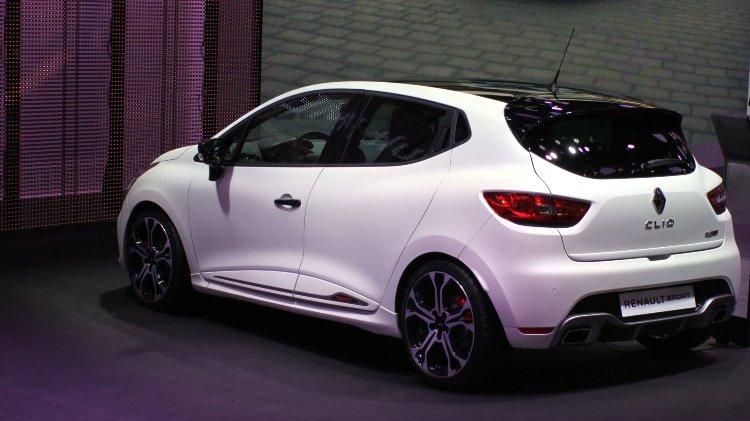 White 2016 Renault Clio Sport