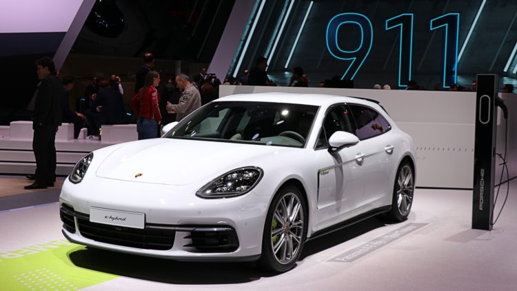 Porsche had record sales in the USA in 2019.