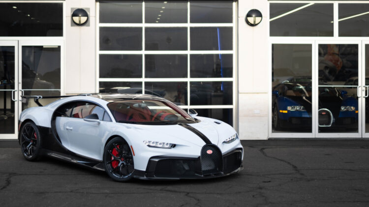 The first worldwide delivery of a Bugatti Chiron Super Sport also took place in January 2021 to a customer through Bugatti Greenwich in Connecticut, USA.