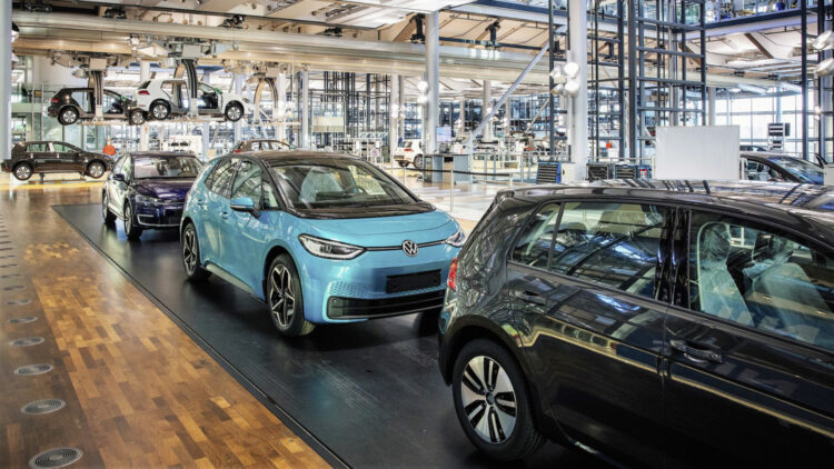 In 2020, Volkswagen brand met the European Union's CO2 emission target for the brand with average EU fleet emissions of 92 g/km for VW cars.