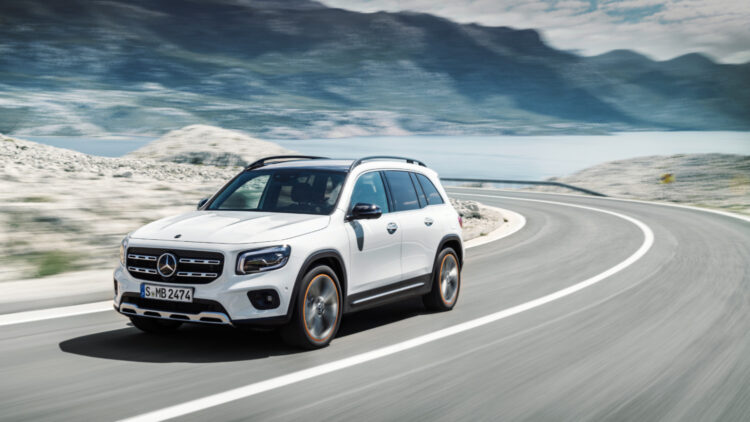 In 2020, Mercedes-Benz passenger vehicle sales in the USA contracted by 14% to 275,000 cars with the GLC and GLE the top-selling models.