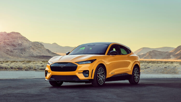 In 2020, despite weaker sales, Ford remained the best-selling brand in the USA and the F-Series the top model. Lincoln gained market share.